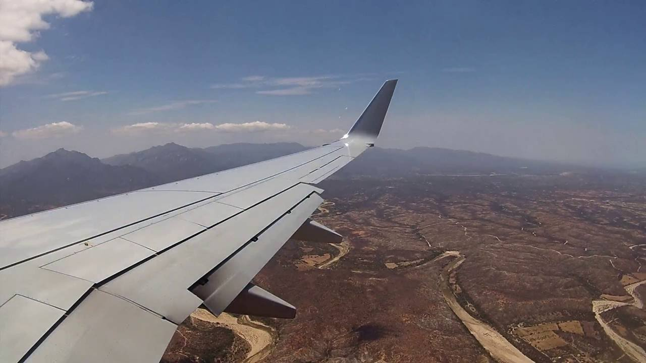 Full Approach American Airlines 737 800 Cabo San Lucas