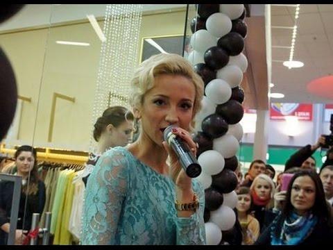 Ольга Бузова открывает свой бутик С&С by Olga Buzova в Новосибирскеиз YouTube · Длительность: 22 мин41 с  · Просмотры: более 8000 · отправлено: 09/08/2015 · кем отправлено: Новосибирский Фотоблог