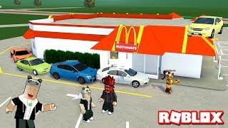 Panda Arkadaşlarını Hamburgerciye Götürüyor-Panda Ile Roblox Greenville