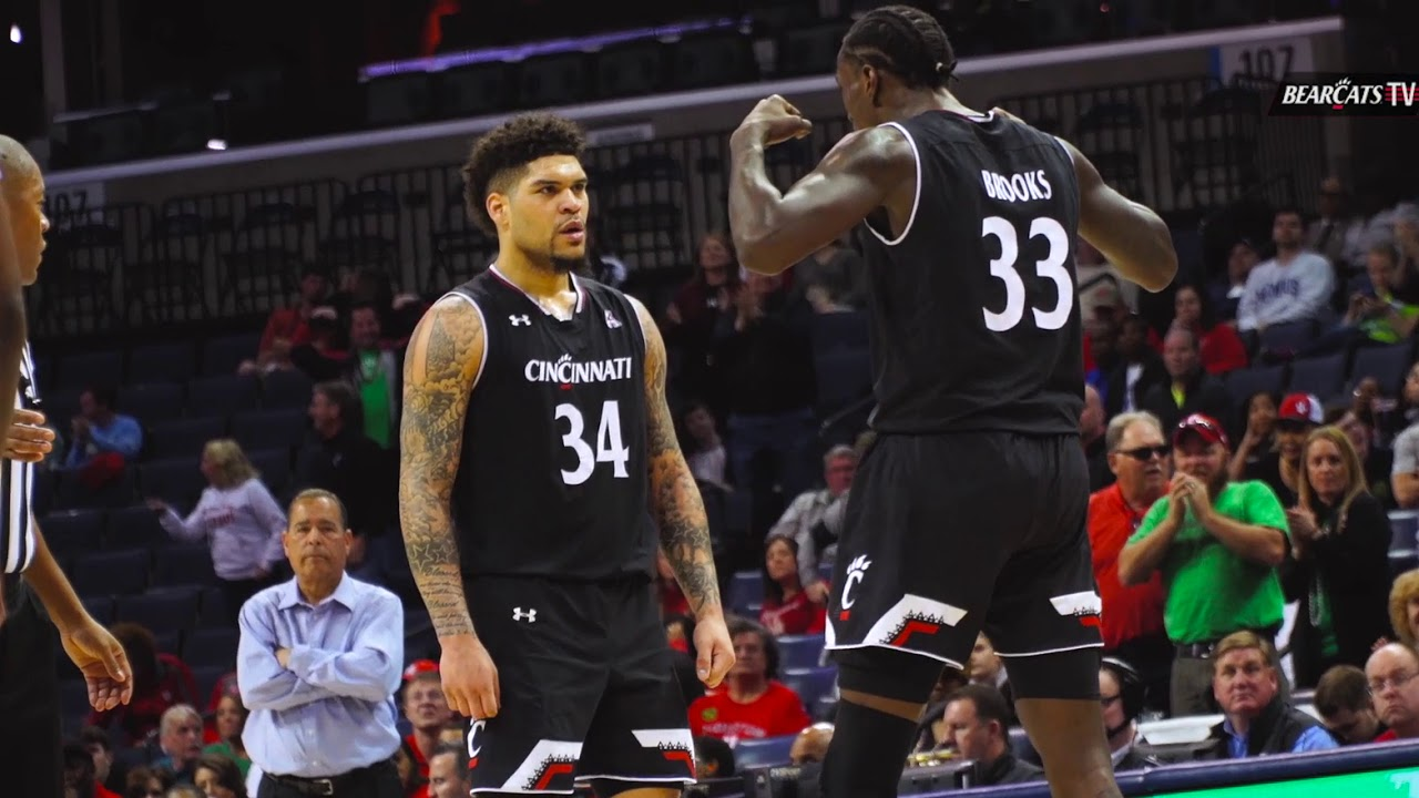 the best attitude 864b3 e48fd Cincinnati Men's Basketball Look Back on Win Over Houston in 2019 AAC Finals