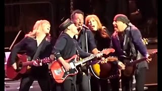 Bruce Springsteen & The ESB ☜❤☞ Sherry Darling ∫ You Can Look {But You...} ∫ Out In The Street