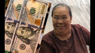 Dì 3 xúc động vì nhận được nhiều đô la Mỹ của Việt kiều gửi về tặng