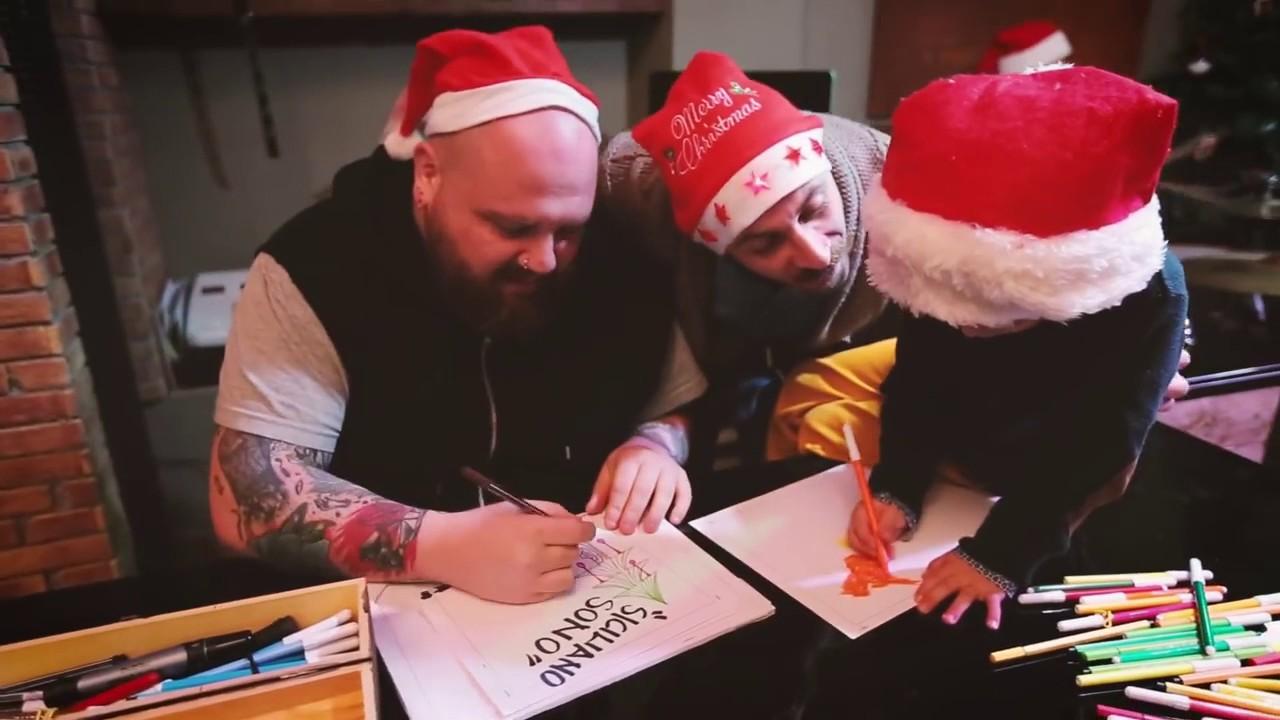 Auguri Di Natale In Dialetto Siciliano.Buon Natale Dai Feyra Siciliano Sono Youtube