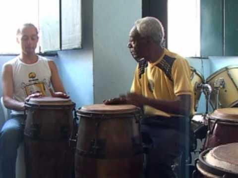 Уроки игры на бразильском барабане атабаке.