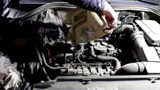 Volkswagen Tiguan Фольксваген Тигуан 2009 год  Замена масла и фильтров в двигателе