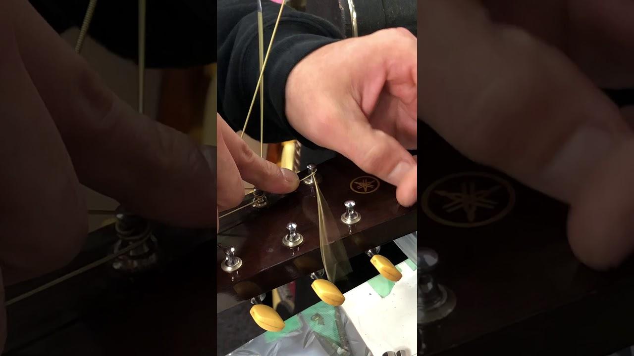 【川越のT.S.G.楽器店】初心の方、ご自分でギター弦を交換される方、最初はホントに難関ですよね?