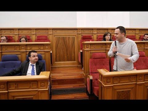 El consejero responde a la pregunta de Podemos sobre la condena a los repobladores de Fraguas