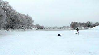 Рыбалка со льда на мормышку, на Москве реке.