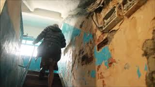 """Жители """"неаварийного"""" дома на Измайлова: """"Каждый день кирпичи летят!"""""""