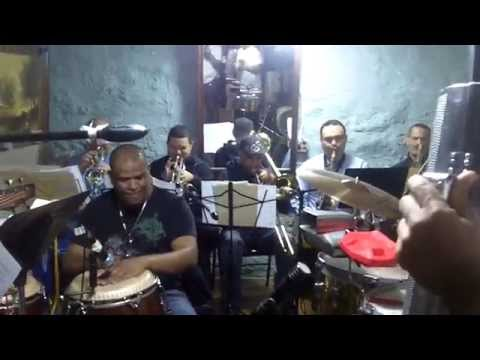 King Banda Interpretando a Gaby Arias