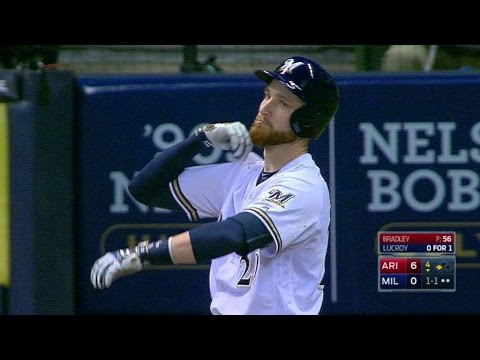 ARI@MIL: Lucroy can't stop tapping his shoulder