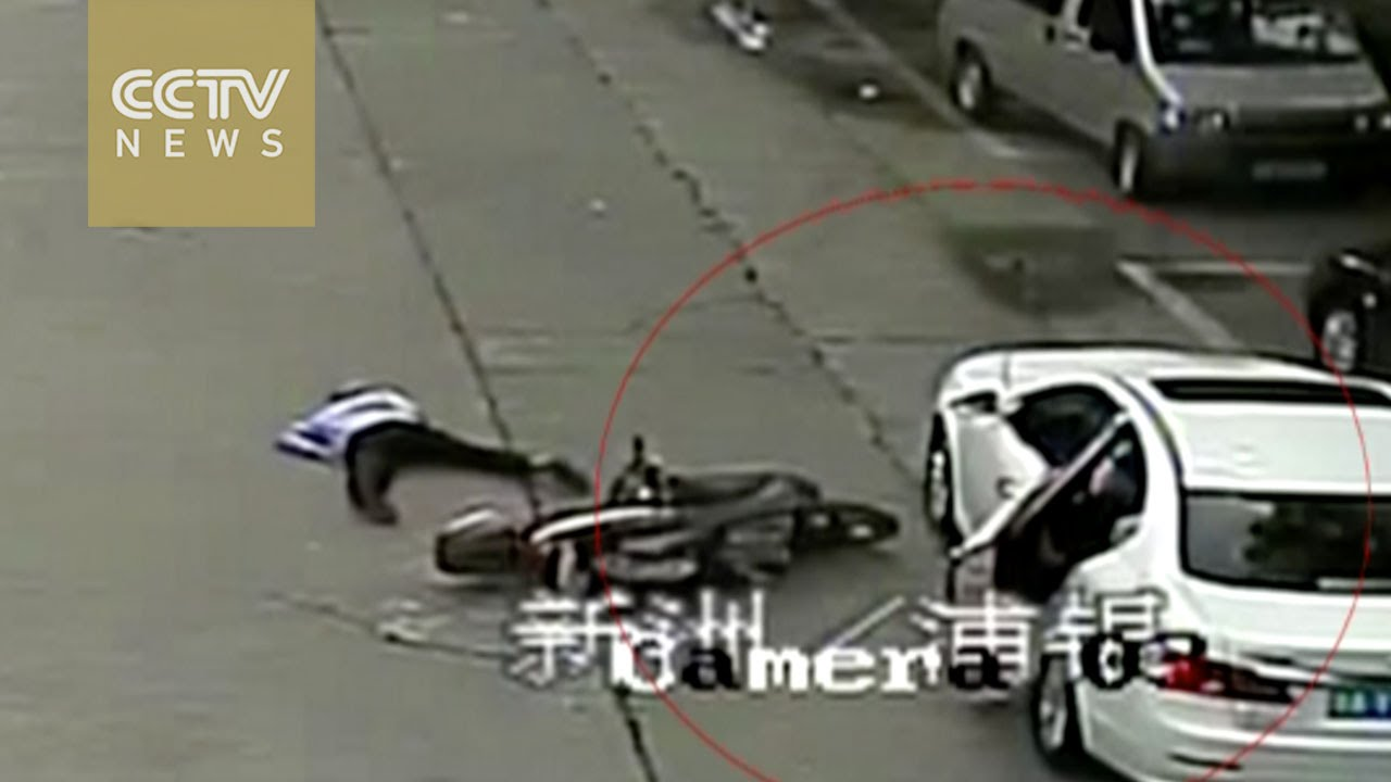 & Cyclist fractures leg after ramming into open car door - YouTube