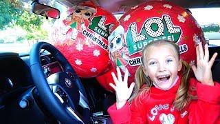 Polina y unas bolas mágicas en el coche de papá