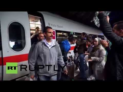 Germany: Cheering crowds give refugees a warm welcome in Frankfurt