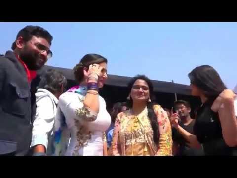 सनी लियोनी आैर सपना चौधरी एक साथ डांस करती हुई देखें इस विडियो में - Sunny Leone & Sapna Dance Together