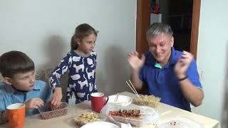 Уличная еда с доставкой на дом. Китайские шашлычки, лапша, рис