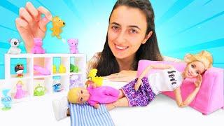 Barbie oyunları. Sevcan Barbienin uyumayan bebeği için uyku arkadaşı alıyor