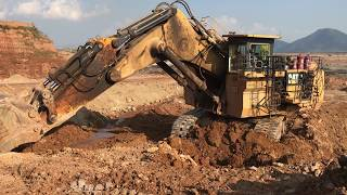 Huge Cat 6040 Excavator Loading Hitachi Dumpers
