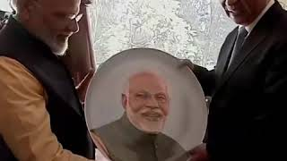 习近平访问印度 与莫迪交换礼物