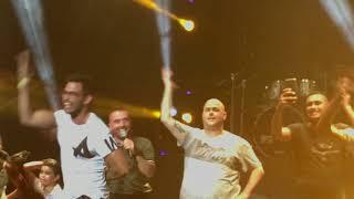 עומר אדם - לירן חולצה אפורה וחמישה מהקהל - וואי לי - קיסריה - 23 באוגוסט 2017