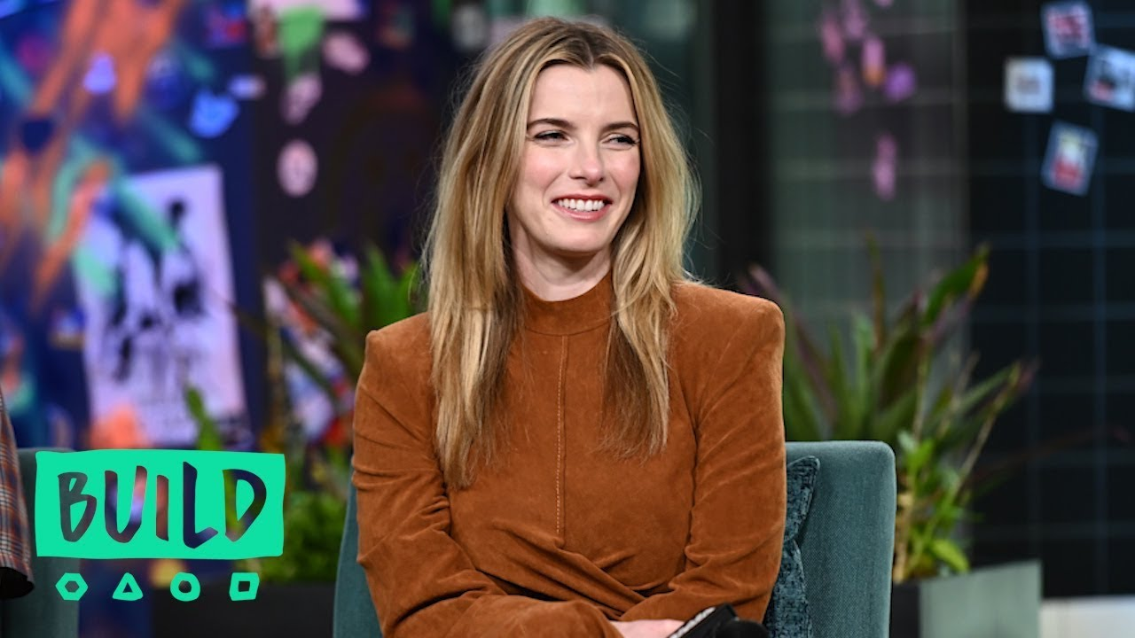 Betty Gilpin Dishes About Her 2019 Emmy Nomination