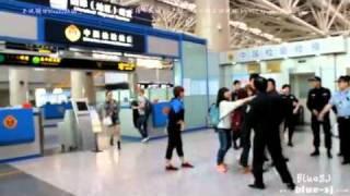 111005  성 민 in airport