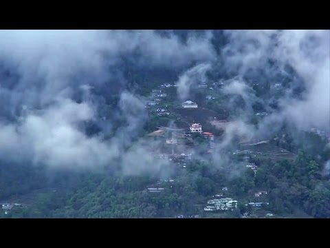 Incredible moment Cloud flows top of the green Mountain || Time Lapse || Gangtok || Sikkim