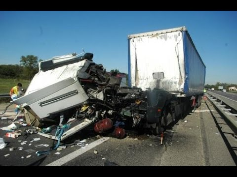 amazing truck accidents crash compilation d 39 accident de camion n 19 youtube. Black Bedroom Furniture Sets. Home Design Ideas