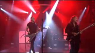 Metallica performs new song Moth into Flame on