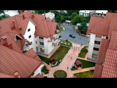 Армения наше жилье в Дилижане. Bright Stylish Appartment In City Center Дилижан аппартаменты.
