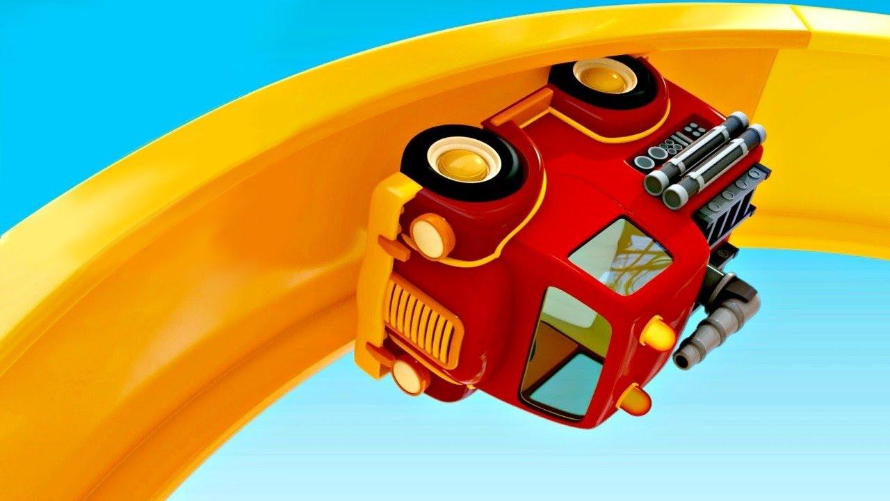 Spielzeugautos testen einen looping rettungsfahrzeuge
