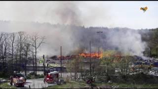 Giftig rök spreds vid kraftig brand på sopstation