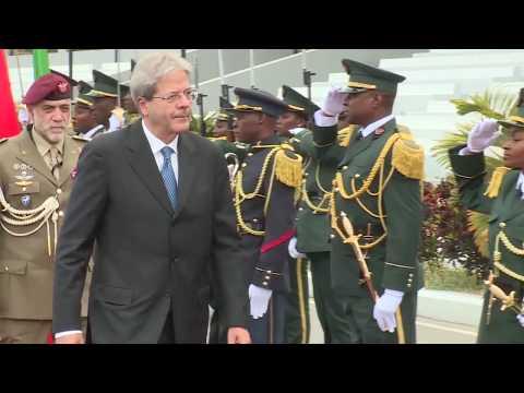 Luanda, Gentiloni visita il memoriale di Agostinho Neto