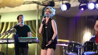 Iulia Dumitrache & Band - Coveruri internationale