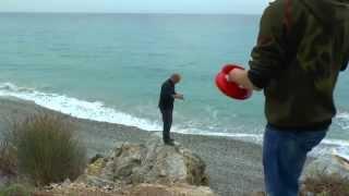 Греция 2014. Ловим осьминогов (Fishing for octopus. Greece 2014)(Когда становится прохладно, все туристы уезжают по домам, греческие пляжи пустеют, а местные жители могут..., 2015-07-31T10:49:46.000Z)