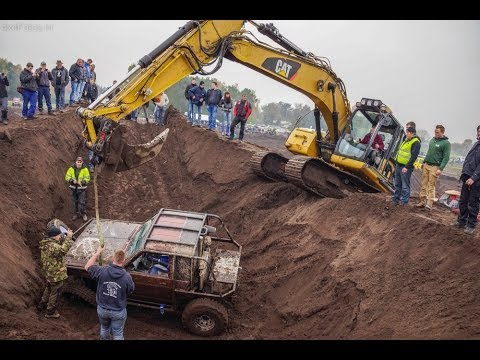 CAT 320D saves 4x4 and goes over 2.5m of mud wall!