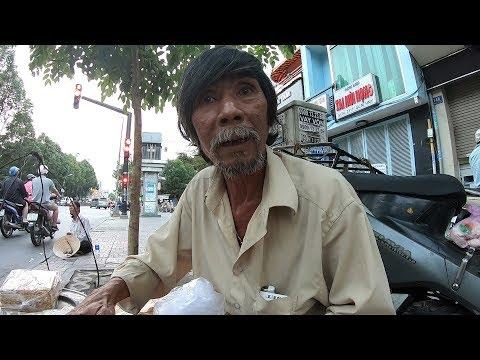 Cảnh đời bi kịch của ông cụ bán bánh chuối nướng kiếm từng đồng nuôi cháu mồ côi