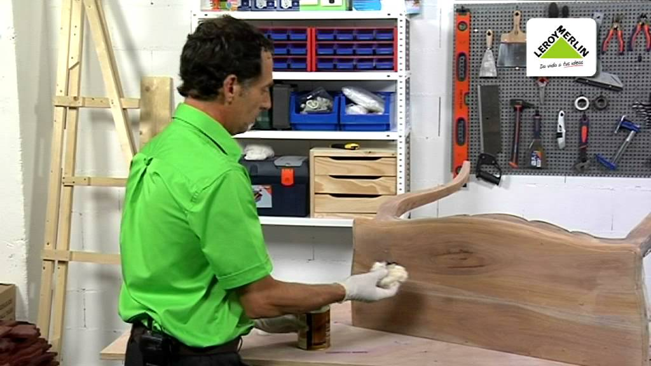 Cmo restaurar muebles de madera Leroy Merlin  YouTube