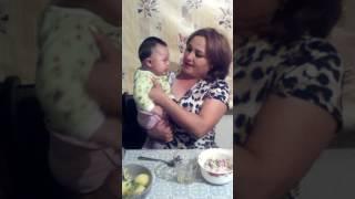 Малышь плачет под грустную песню)