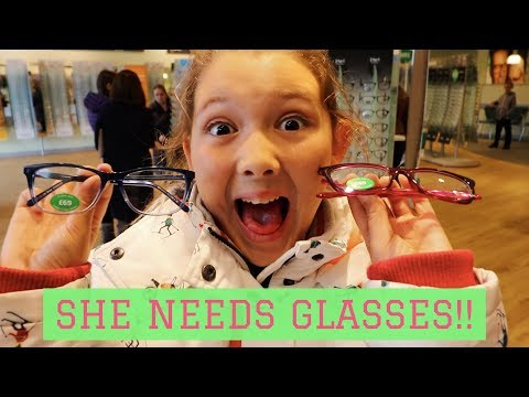 SHE NEEDS GLASSES!! 😱