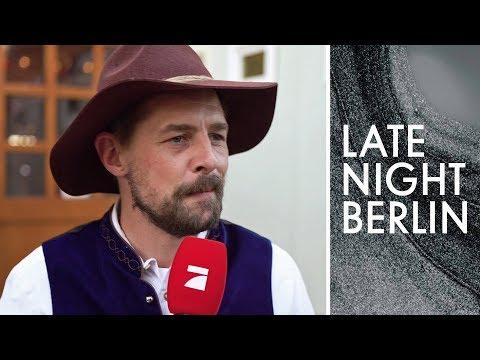 Volkslieder braucht das Land: Klaas mischt Cannstatter Wasen auf   Late Night Berlin   ProSieben