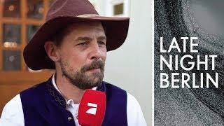 Volkslieder braucht das Land: Klaas mischt Cannstatter Wasen auf | Late Night Berlin | ProSieben