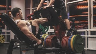 EXTREME LEGS PUMPING AND FLEXING WITH HARD MUSCLES