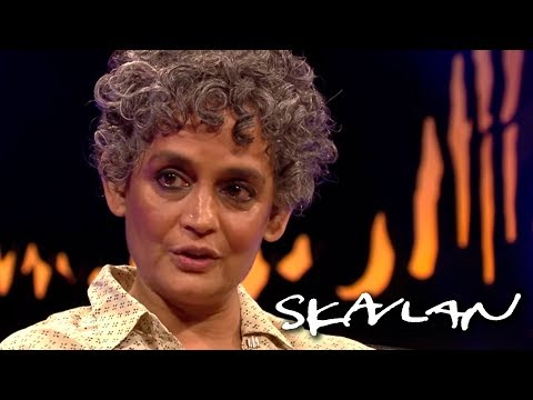 Arundhati Roy on India's problems: – There are marches in support of rapists | SVT/TV 2/Skavlan