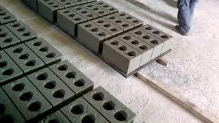 Производство строительных материалов. Вибропресс ВП-25 Полуавтоматический.