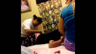 Repeat youtube video Alondra llorando por una inyeccion :3