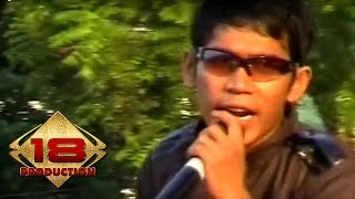 Video Sinar - Dekat  (Live Konser Medan 4 Mei 2008) download MP3, 3GP, MP4, WEBM, AVI, FLV Mei 2018