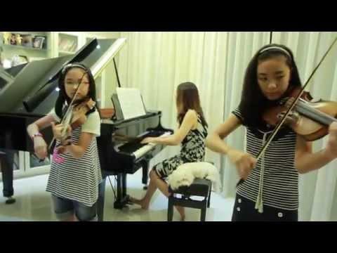 Kiss The Rain - 2 Violins & Piano - Note & Pin Sisters + Mom (โน้ต & พิณ)