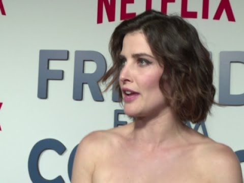 cobie-smulders-meets-friends-from-college
