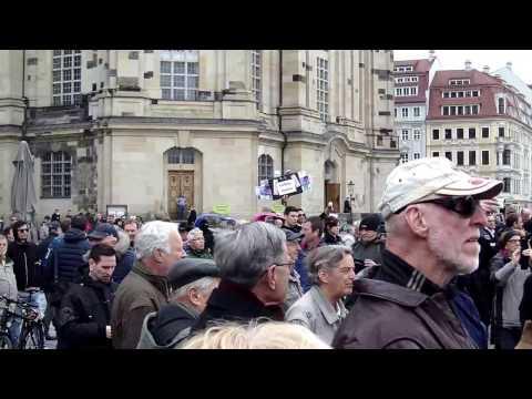 Lautstarke Proteste auf dem Neumarkt in Dresden. 25.04.2017